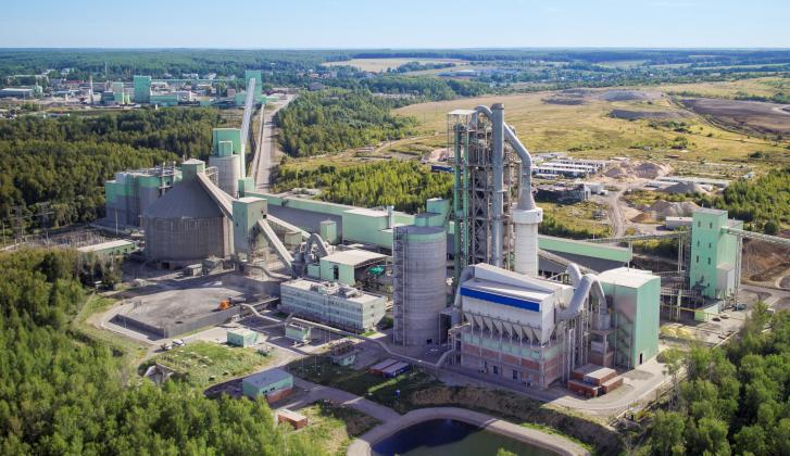 Цементный завод в Новогуровском.